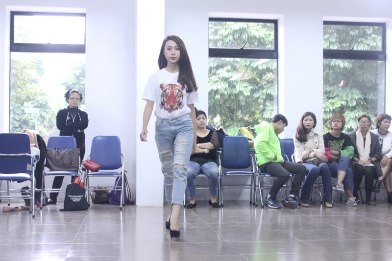 Model casting for the next graduate fashion show exhibition0.36799185613176677