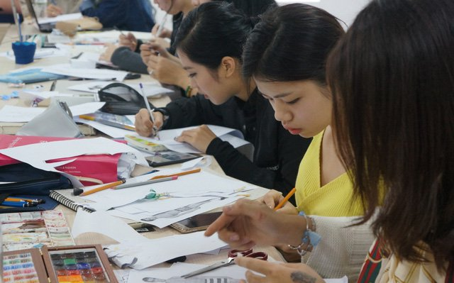 Do you dare to conquer the 280 million VND worth scholarship from London College for Design and Fashion?0.4808021045875859