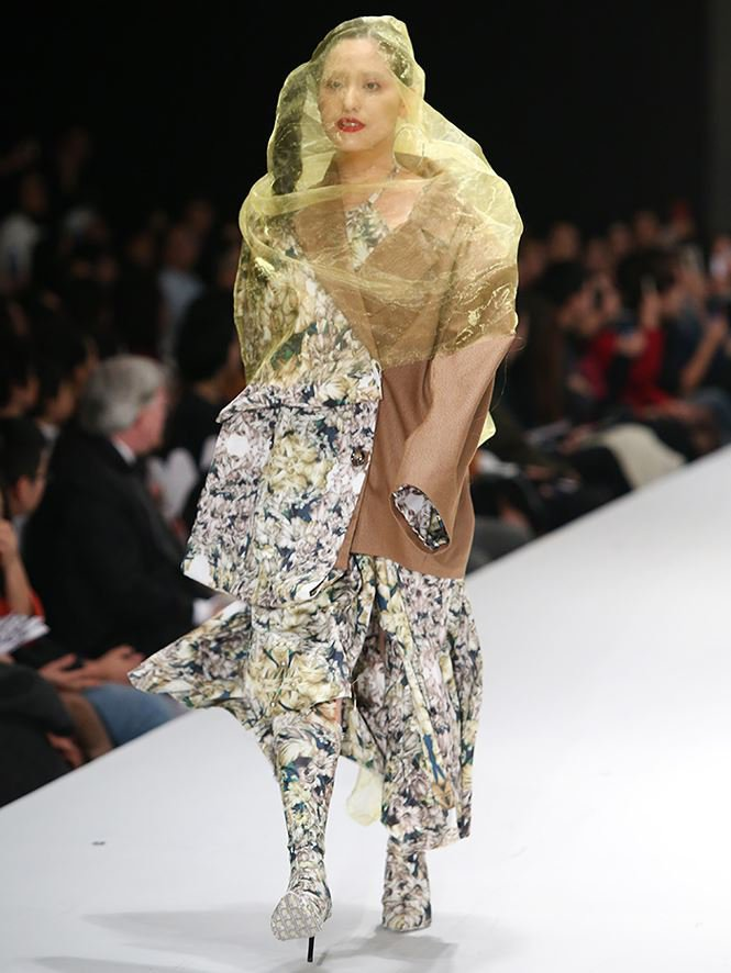 Giving up study abroad for Fashion Design, a young designer brings his mother to the catwalk stage0.6774435261458192